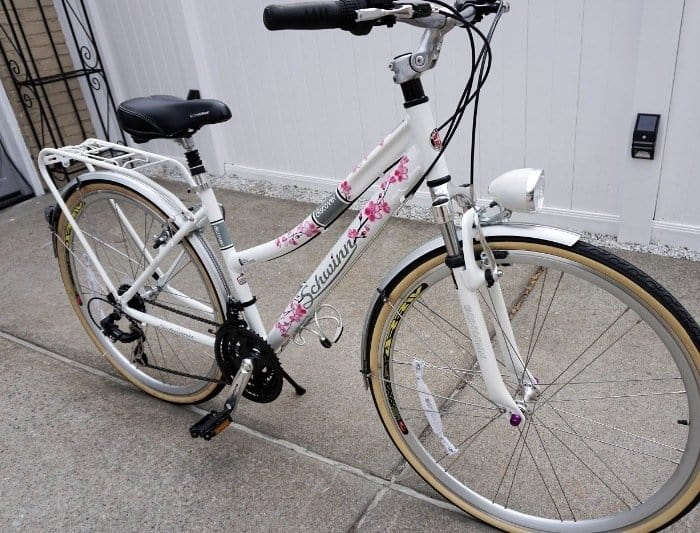 Schwinn Discover Womens Hybrid Bike on a pavement