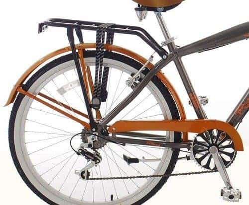 Drivetrain and pedals of a cruiser bike upclose