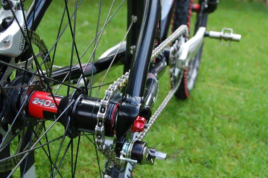 The Ultimate Mountain Bike Chain Guide